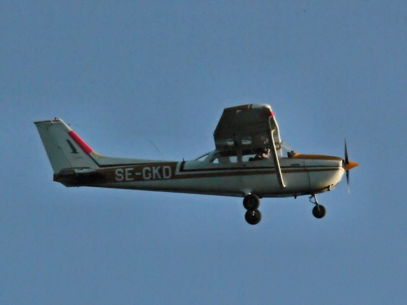 2008 07 29 Henry Norrby flies over our house 5