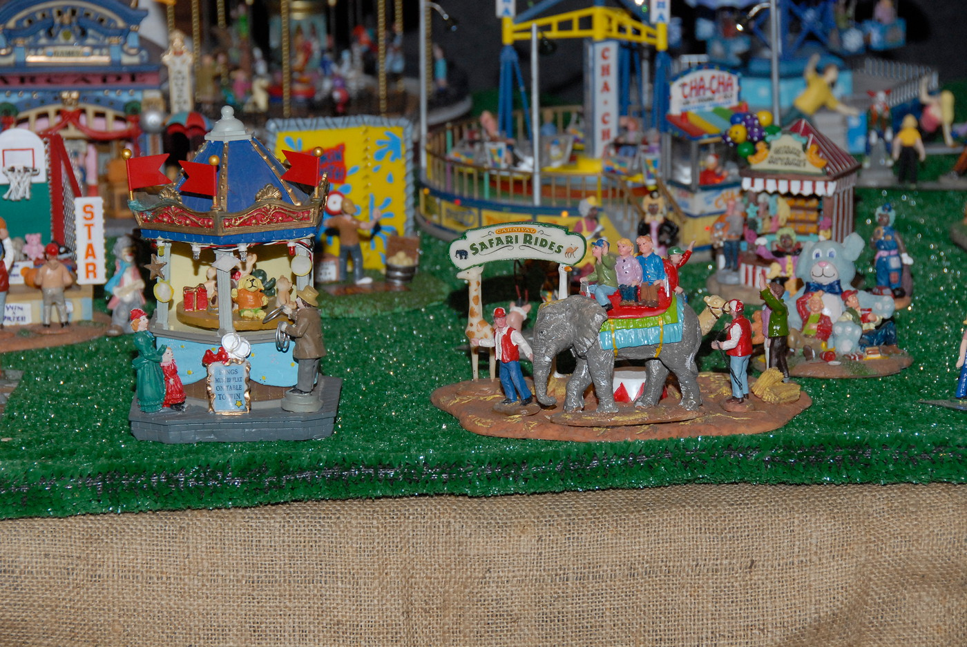 Holiday Toy Trains 2013 061