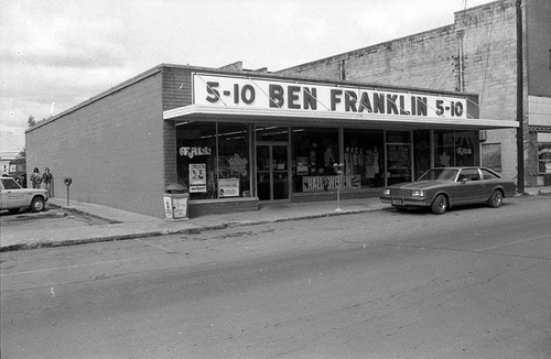 BEN FRANKLIN's 5 AND 1O STORE IN ONEIDA IN 1979